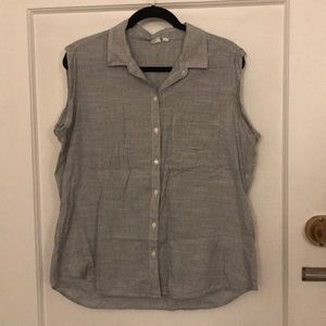 Gap sleeveless shirt